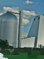 Image of Oak Ridge National Lab states that US industries can promote a clean energy economy article